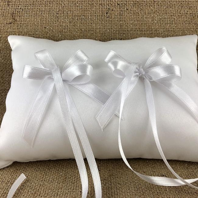 Cuscino Portafedi In Raso Bianco Confetti Bomboniere